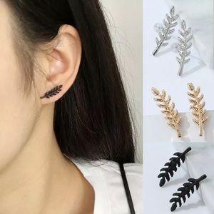 Jewelry - Black leaf earrings